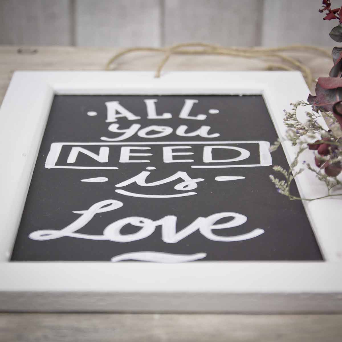 mrwonderful_pizarra_all-you-need-love_02