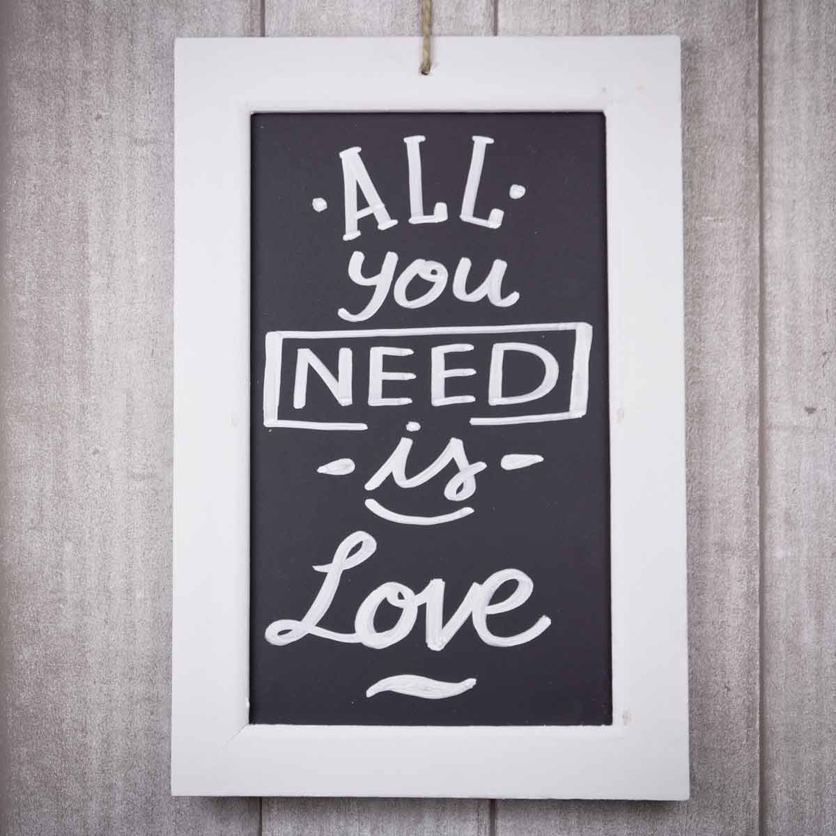 mrwonderful_pizarra_all-you-need-love_04