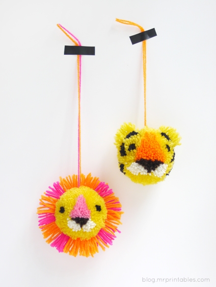 diy-animal-pompoms-tigerlion