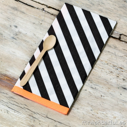 319016_servilletas-diagonal-black_bordes-neon-naranja-4