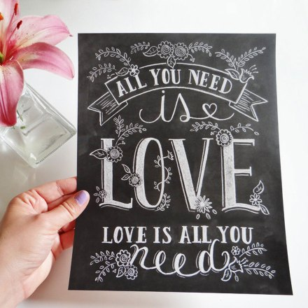 mrwonderfulshop_P8AYNIL1_lamina_all_you_need_is_love_01