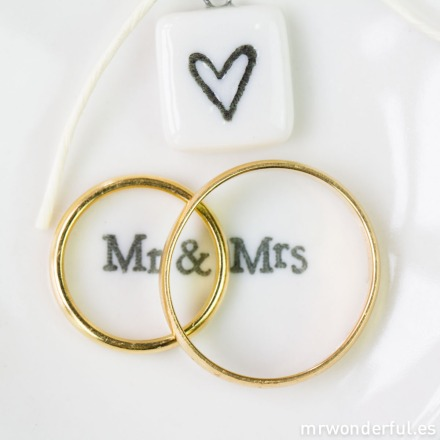 mrwonderful_2068_platito-porcelana_corazon-anillos-mr-mrs-3-2