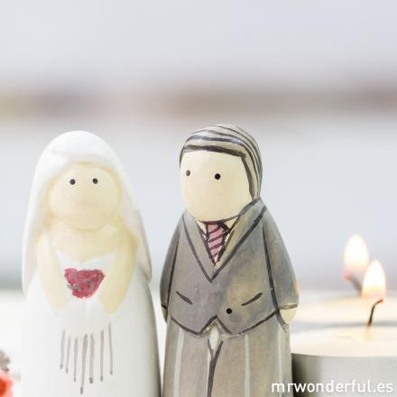 mrwonderful_2710_caja-figuritas_novios-madera-16
