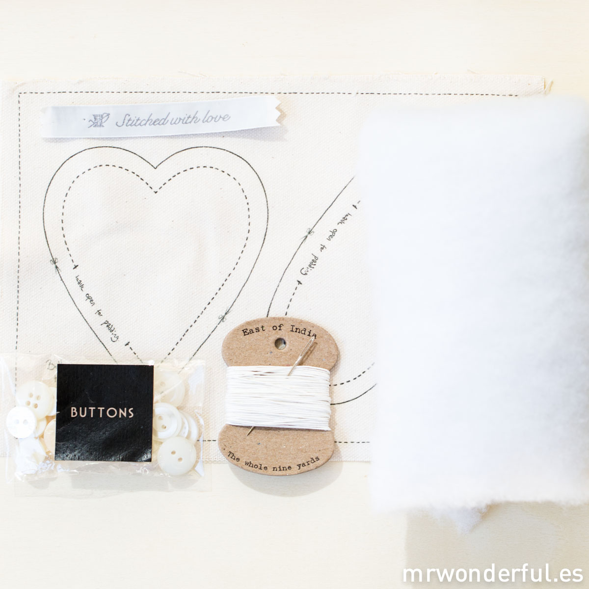 mrwonderful_3892_kit-manualidades_button-heart-20