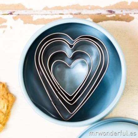 mrwonderful_690951_cajita-metal-azul-5-cortadores-corazon-21
