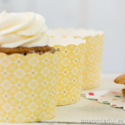 mrwonderful_GL0110_2_moldes-cupcakes_amarillo-estampado-floral-7