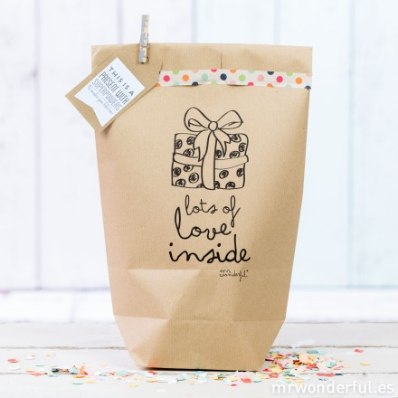 mrwonderful_kraft31_bolsa-kraft_lots-love-inside-1