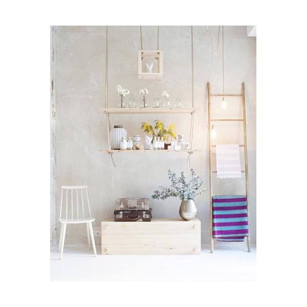 Ideas para decorar con una escalera muymolon - Escalera de bambu ...