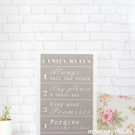 mrwonderful_WP1124_2_letrero-madera_family-rules_gris-fondo-blanco-1
