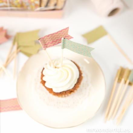 mrwonderful_BAKE-FLAGS-SML_set-banderines-cupcakes-2