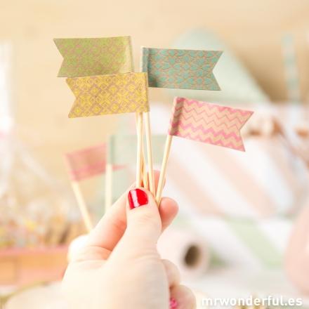 mrwonderful_BAKE-FLAGS-SML_set-banderines-cupcakes-6