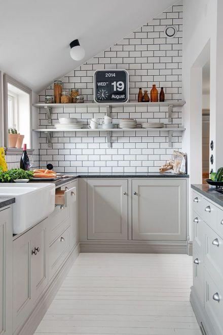 Dale un toque de vintage neoyorkino a tu casa con baldosas - Cocinas vintage blancas ...