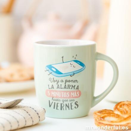 mrwonderful_8436547194643_TAZA_Voy-a-poner-la-alarma-5-minutos-mas-hasta-que-sea-viernes-6-2