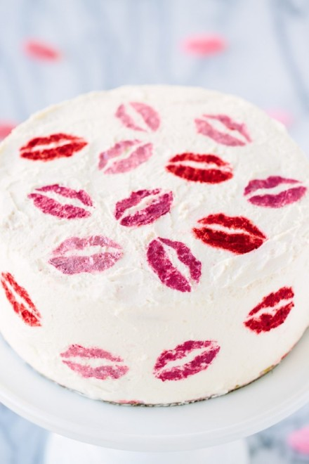 DIY-Pucker-Up-Cake3-600x900