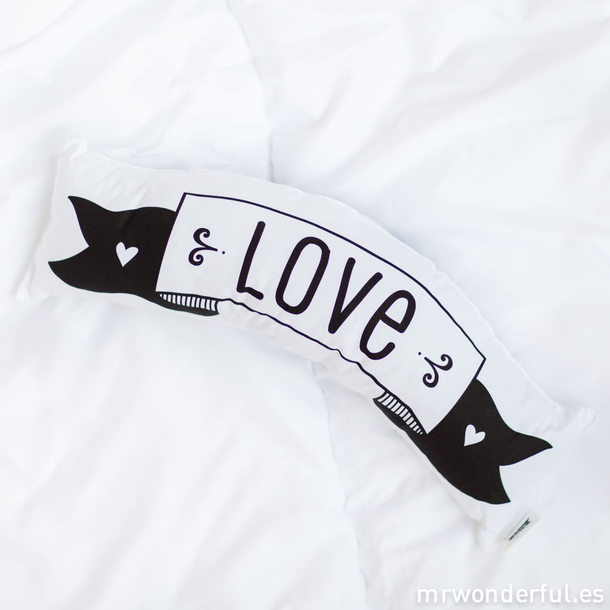 mrwonderful_PRA02779_LICW003_little-lovely_cojin_love-dream_2016-4-Editar